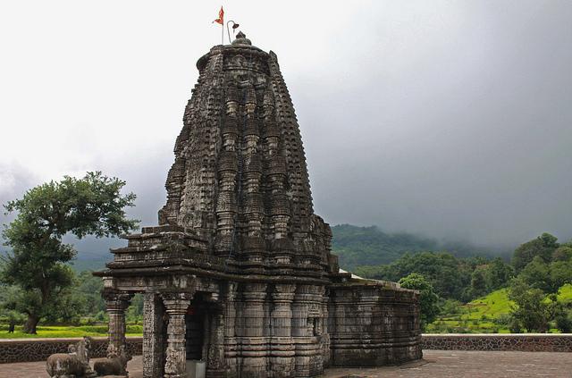 Amruteshwar-Temple-in-Bhandardara