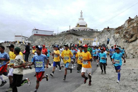 marathon-maratona-maraton-ladakh-shanti-stupa-leh-india-alchi-lamayuru-aryan-valley-basgo-diskit-pangong-tsomoriri-tsokar-manali-namgyal-tsemo-spituk-stakna-shey-thiksey-hemis