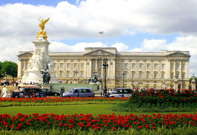 royal palaces london famous palaces of london. Black Bedroom Furniture Sets. Home Design Ideas